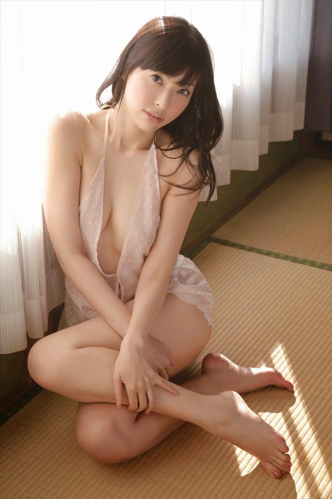 Mayumi Morishita nhìn em là nóng cả người