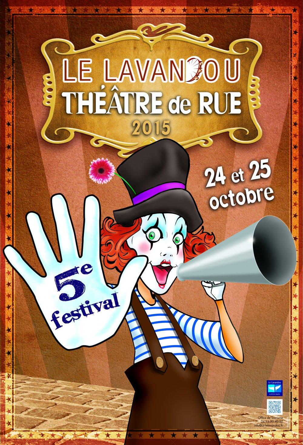 Concert de la fanfare Tahar Tag'l au Festival de Théâtre et d'Art de Rue du Lavandou 2015