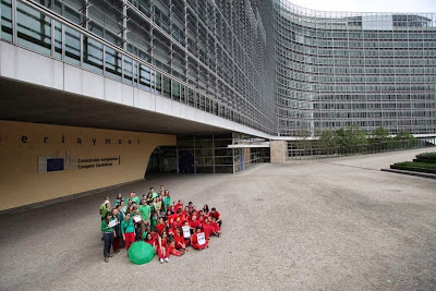 bruxelles-flashmob-in-fata-comisiei-europene.jpg