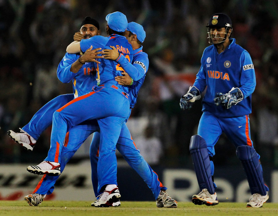 http://1.bp.blogspot.com/-9XBSrxvABbo/TZNqE0hfA9I/AAAAAAAACyo/7WgUum5FTUE/s1600/fall-of-pakistan-wickets-semifinal%25288%2529.jpg