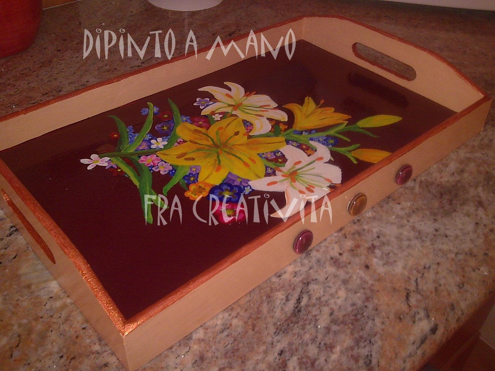 ... di vassoi in legno decorati con il decoupage ed anche dipinti a mano