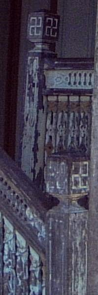 Pahatan Ukiran Swastika di Sungkul Tangga Rumah Banjar Kalsel