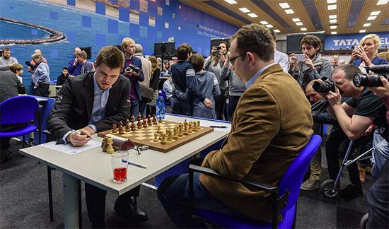 3ème victoire consécutive de Magnus Carlsen, cette fois contre Pavel Eljanov  - Photo © Alina L'Ami