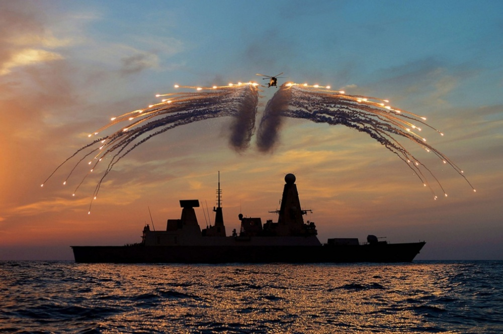 The 100 best photographs ever taken without photoshop - The Royal British Navy puts on a show