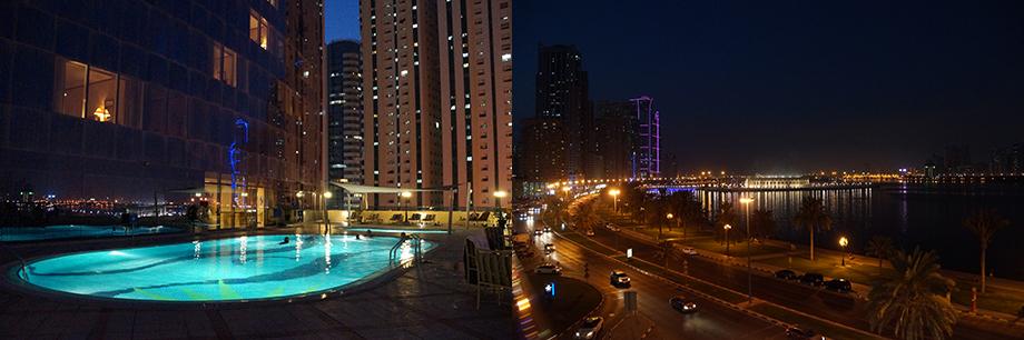 Ynas Reise BLog   VAE   Sharjah   Nachts am Pool des Hilton