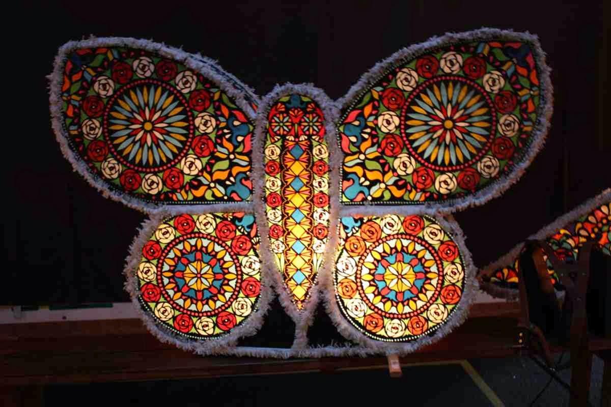 Die schönsten Perchten Kappen - Eine Kinder-Kappe in Schmetterlingsform © Copyright Monika Fuchs, TravelWorldOnline