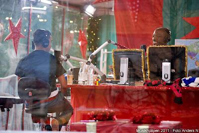 musikhjälpen, 2011, gustav adolfs torg, göteborg, timbuktu, jason diakite, kodjo akolor, gina dirawi, svt, sr, alla flickor har rätt att gå i skolan, gustav II adolf, välgörenhet, insamling, radio, tv, foto anders n