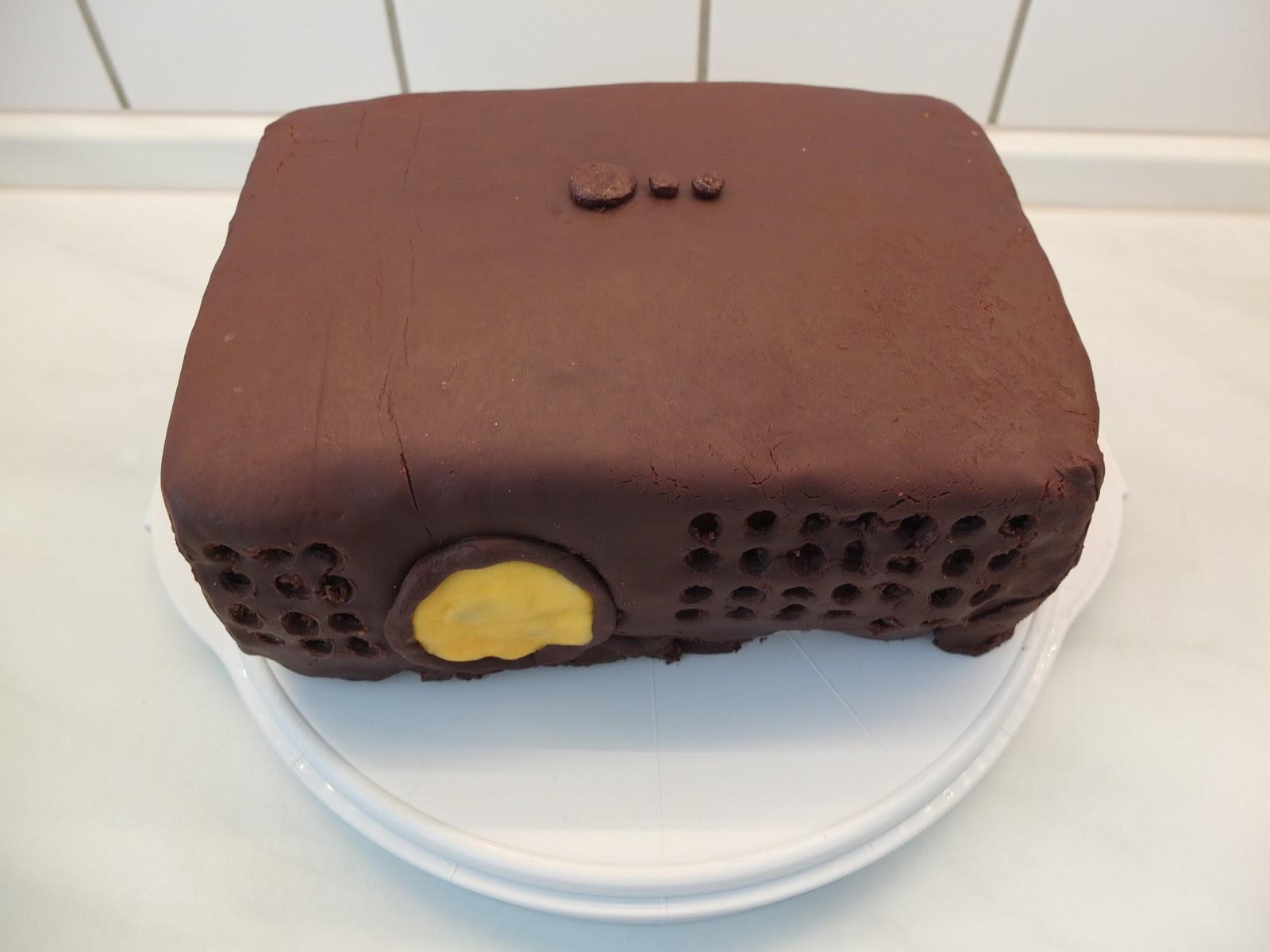 Patisserie Nadine Stefans Beamer Torte Mit Modellierschokolade