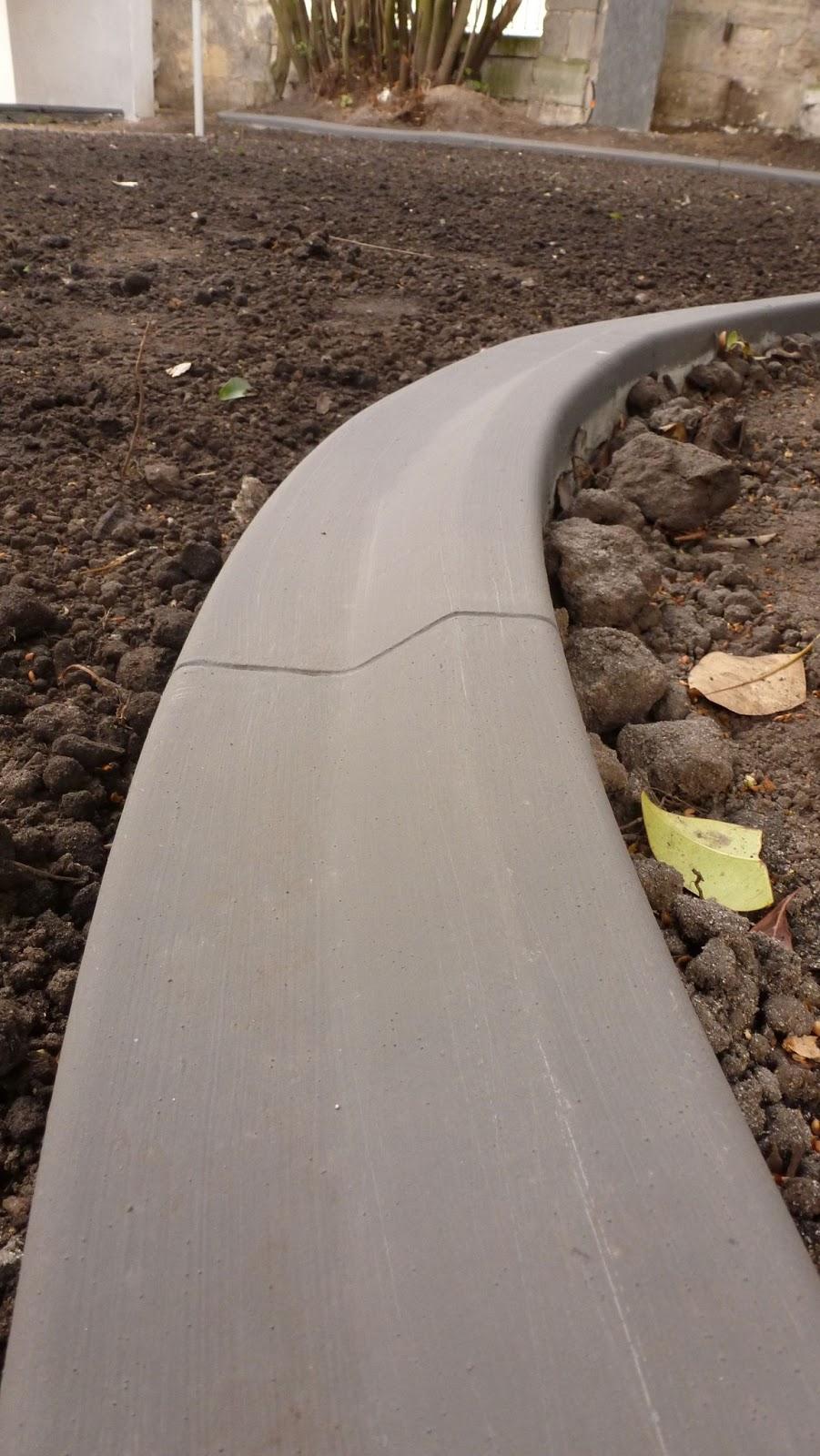 Pose de bordures b ton moul es pour jardin massif espaces verts - Faire ses bordures de jardin ...