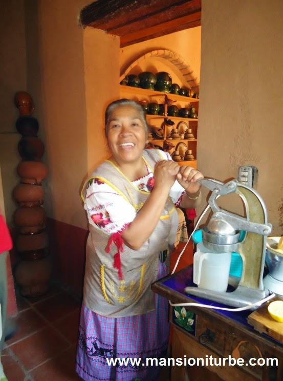 Las mujeres de Santa Fe de la Laguna, siempre amables con el Turista