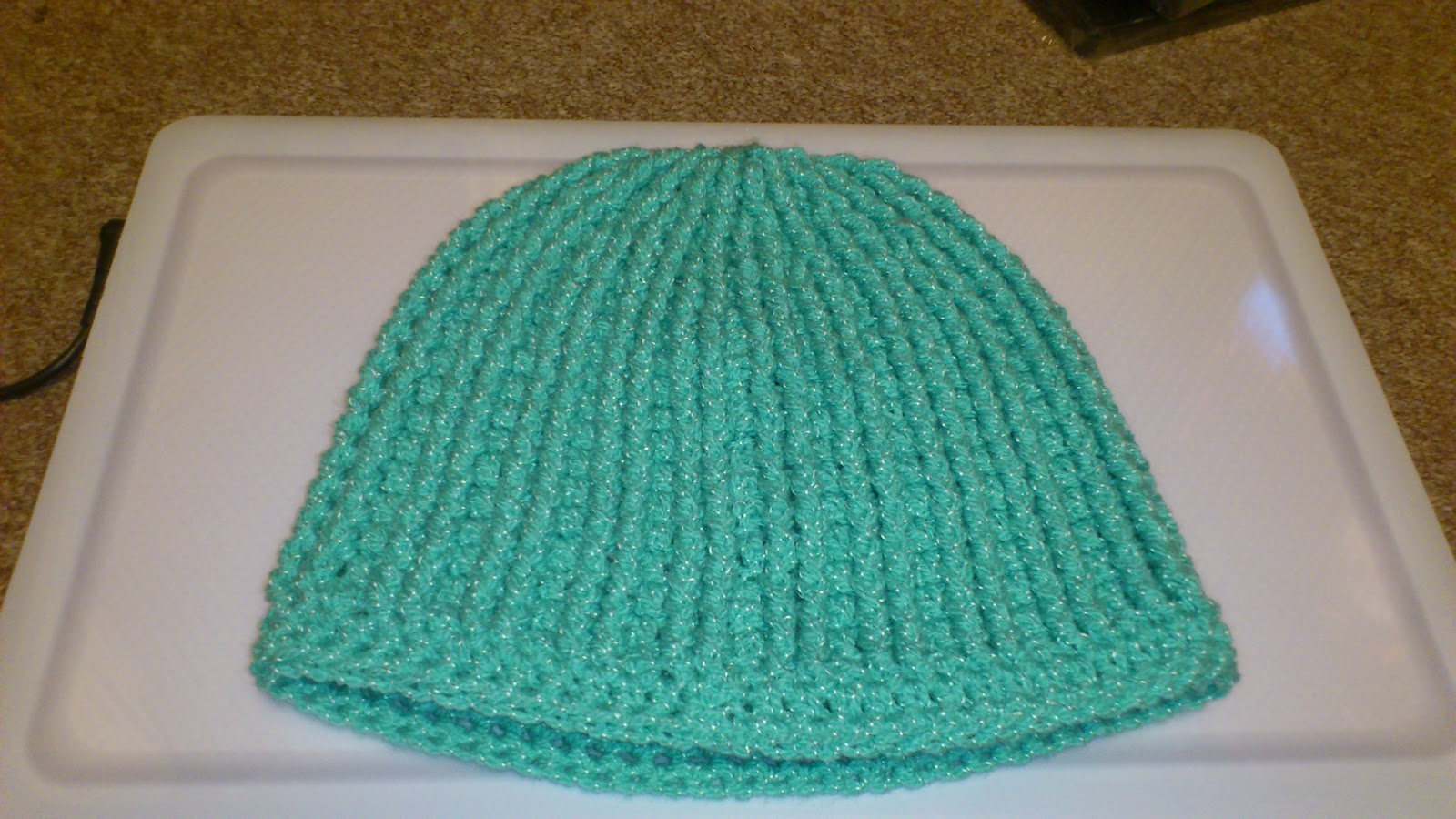 Crochet Beanie Pattern Ribbed : TheCrochetZombie: Free Ribbed Reversible Beanie Pattern