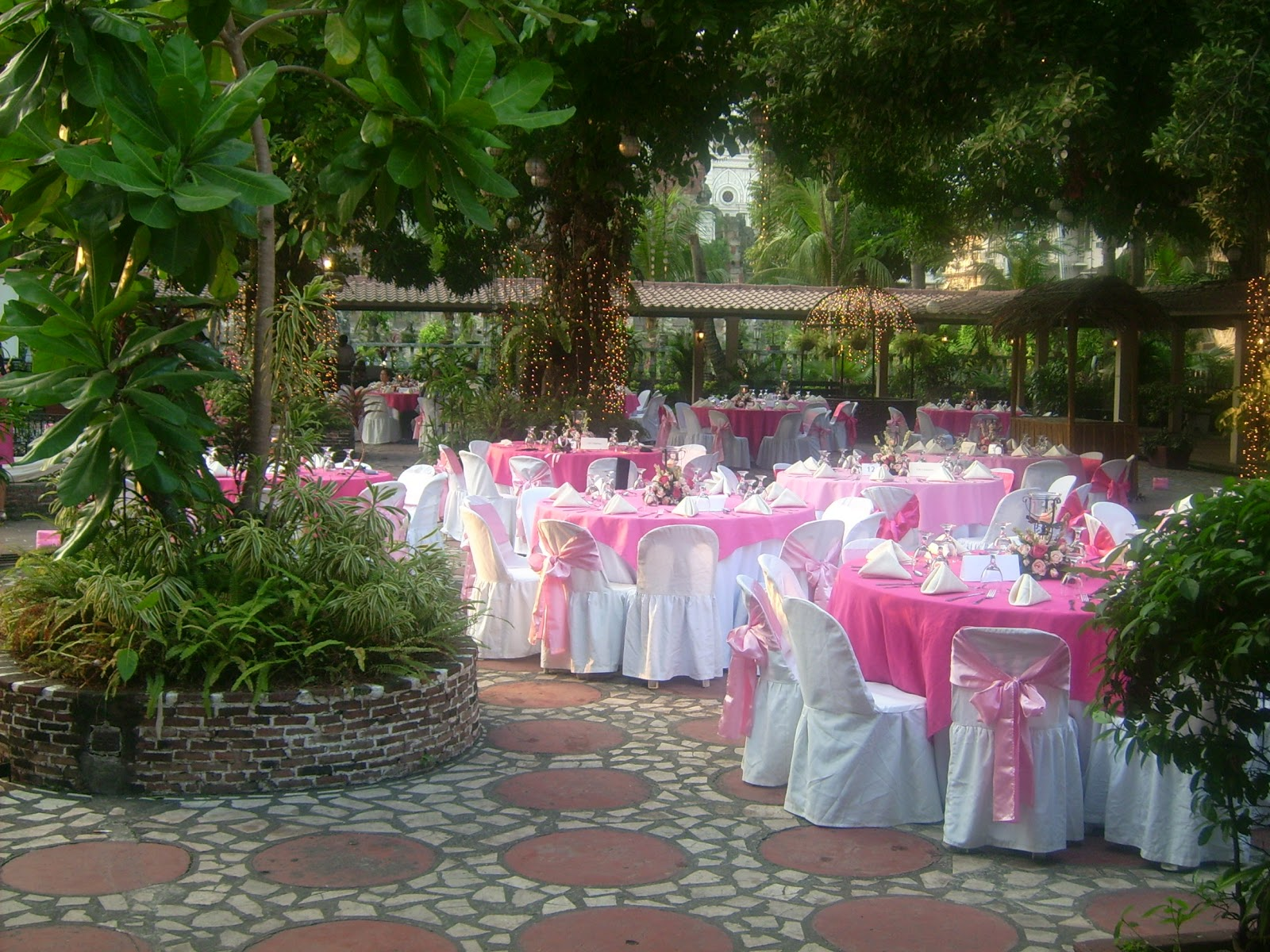 Lq designs ideas for wedding receptions on a budget for Outdoor wedding decorating ideas