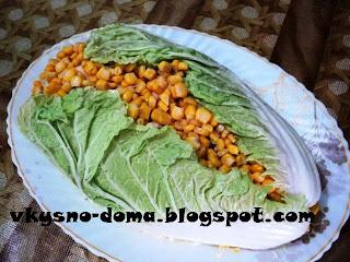 Салат с копченым окорочком,кукурузой и ананасом