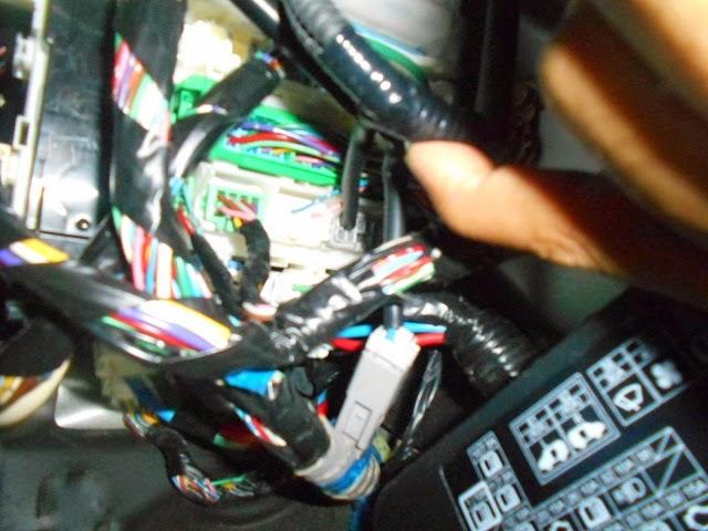 Foto foto wiring pemasangan foglamp honda freed gb3 2011g1ng2 difoto dari bawah kayaknya ngambil power dari soket yang ijo kecil cheapraybanclubmaster Images