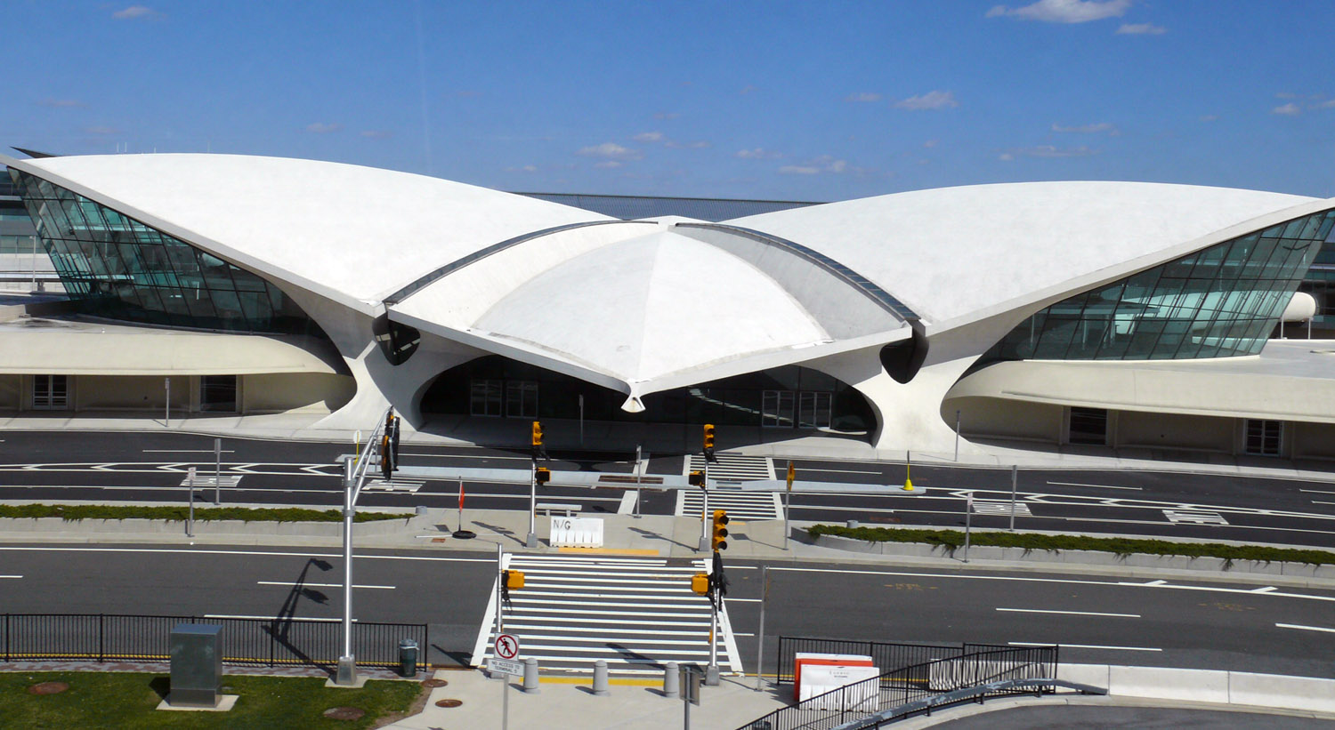 Design insider la terminal twa de eero saarinen va por for Hotel at jfk terminal