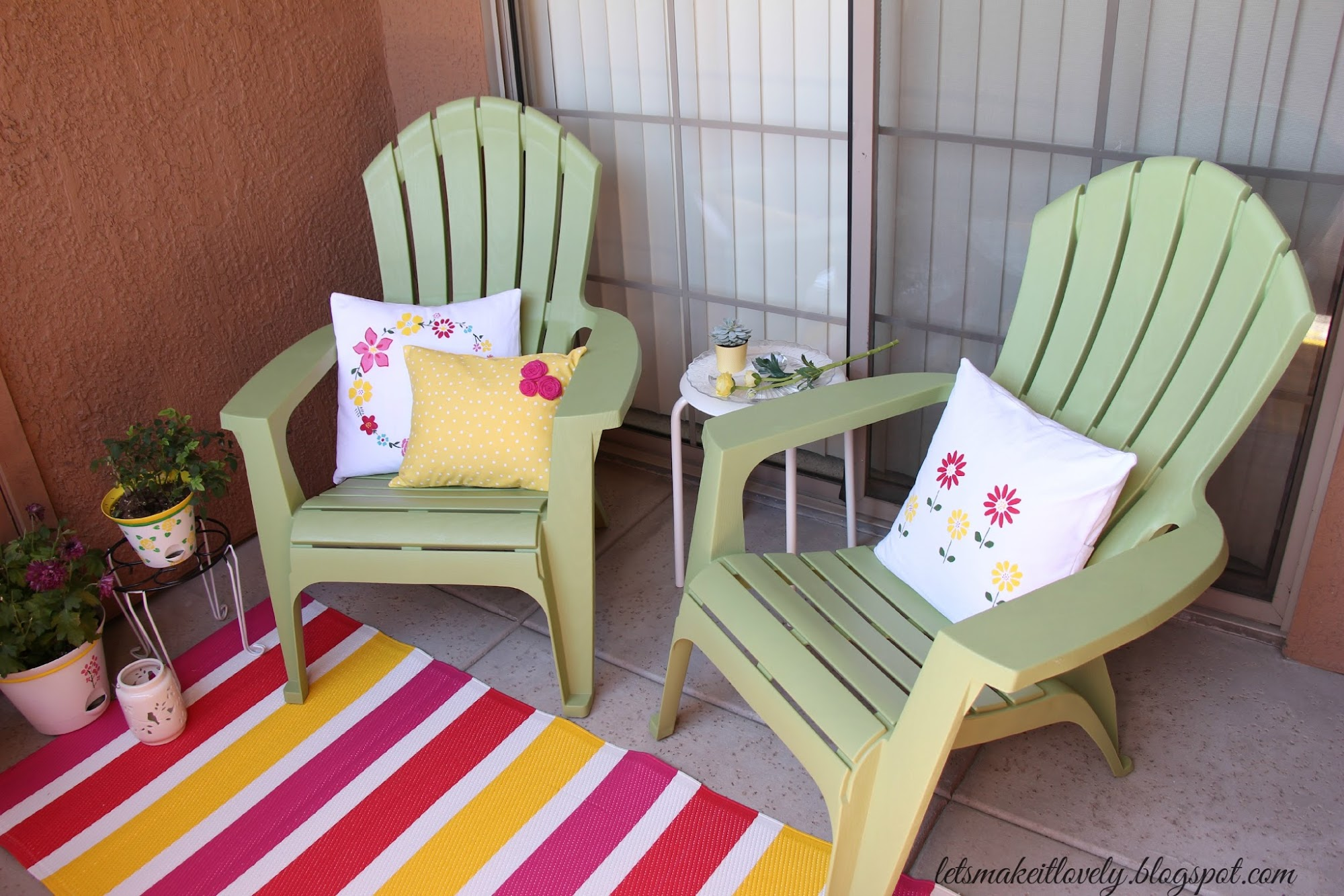 Patio makeover under 100$ budget. Make yourself a perfect summer patio that is cozy, comfy and colorful.