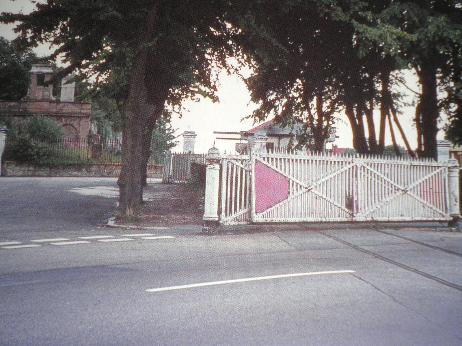Crossing gates Spring Garden Lane