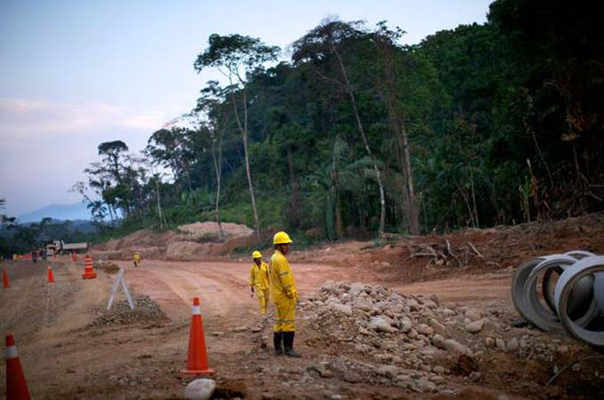 Estrada em construção pela empreiteira brasileira OAS é alvo de protestos na Bolívia