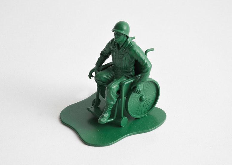 http://1.bp.blogspot.com/-9_2oTnTd8FU/Tzc8lzQAiUI/AAAAAAAALYQ/_kl2RitUJew/s1600/Dorothy_0025b-Casualties-of-War-Toy-Soldiers-.jpg
