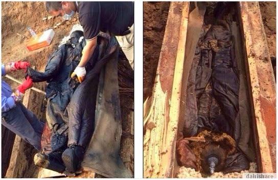 Mayat Mumia Membusuk Setelah Dikeluarkan Dari Keranda