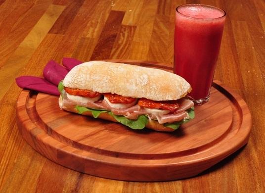 Lanches para o inverno: sanduíche de presunto parma e tomate seco