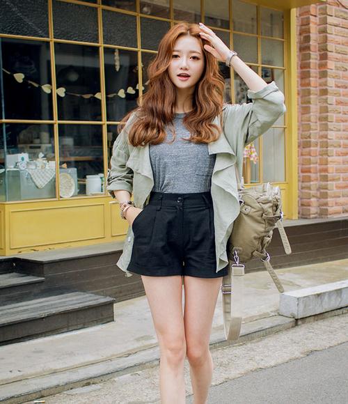 Kstylick Latest Korean Fashion K Pop Styles Fashion Blog Chuu Pin Tucked Crepe Shorts