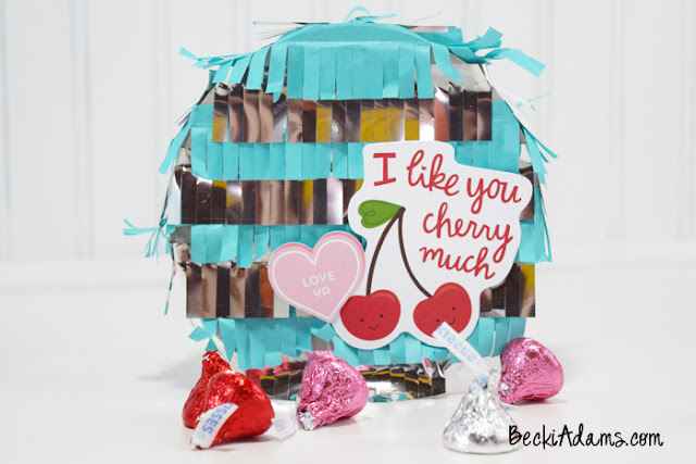 DIY Mini Valentines Pinatas #ValentinesDay #Pinata #DIYPinata