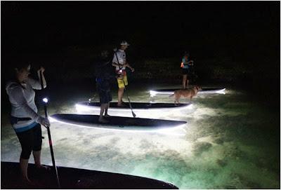 Φωτισμένα paddleboards για νυχτερινές περιπέτειες