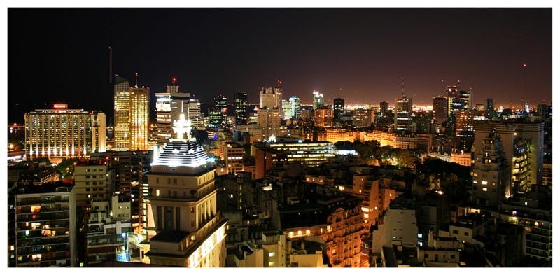 http://1.bp.blogspot.com/-9_RpuUrORYk/Td8zcrZs1LI/AAAAAAAAAfA/Q9ezHfBhkdY/s1600/buenos-aires-noche.jpg