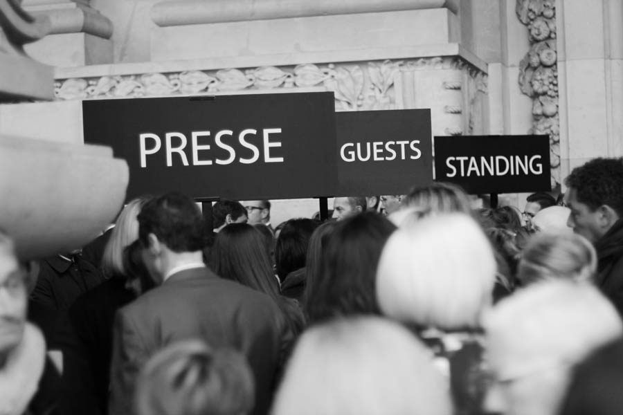 presse guests  standing