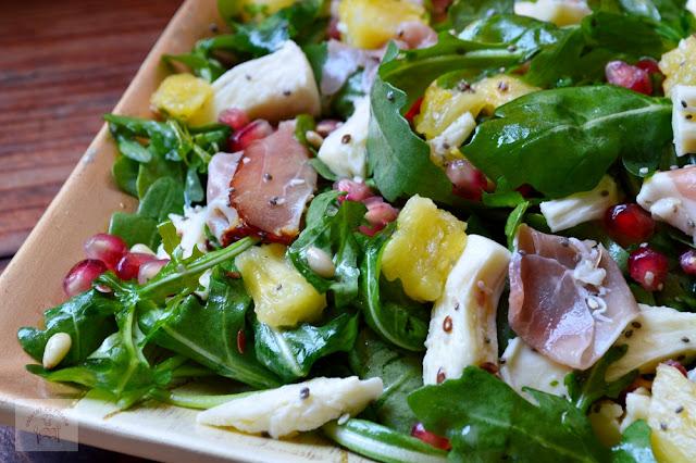 Salata cu rucola, sunca si ananas