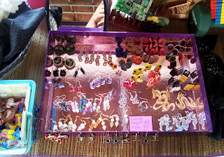 Craft show earring display tips on UpcycleFever