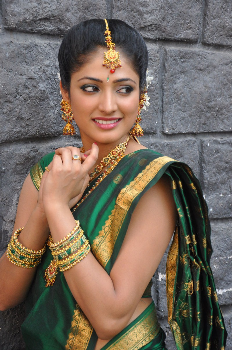 Hari Priya Latest Awesome Green Saree Stills | Hari Priya ...