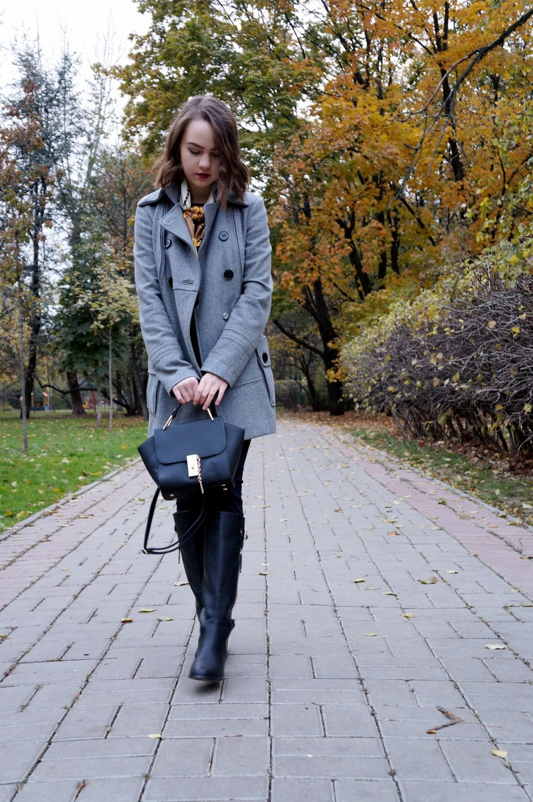Grey coat | Fashion blogger | Alina Ermilova | Winter look | mini Bag