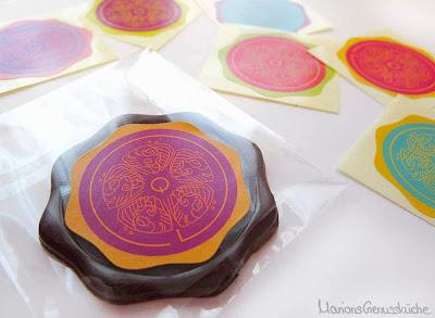 Eingepackter Zartbitterschokoladentaler