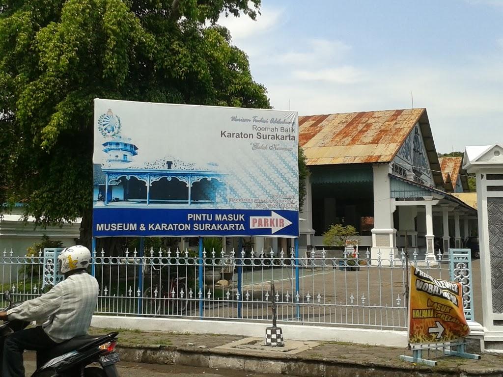 Depan museum dan keraton Surakarta