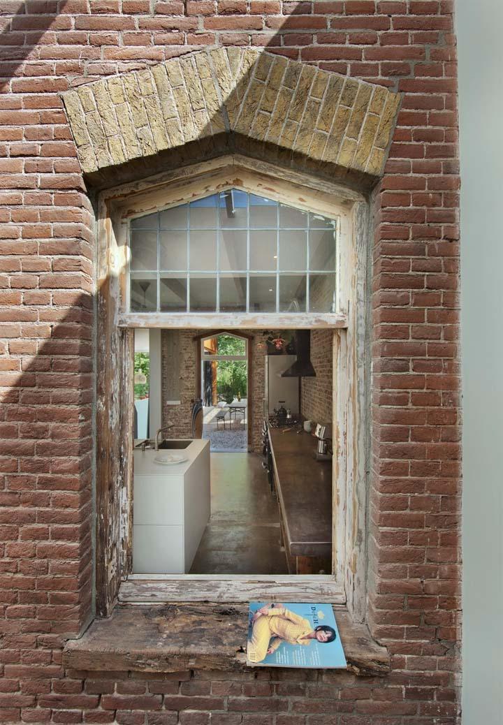cambio de uso de estacion a vivienda-recuperacion de casas-ventana ladrillo