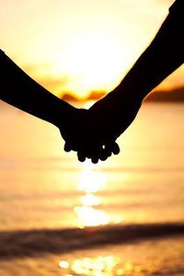 لمسة يد حواء أكثر حساسية من يد ادم - man and woman holding hands