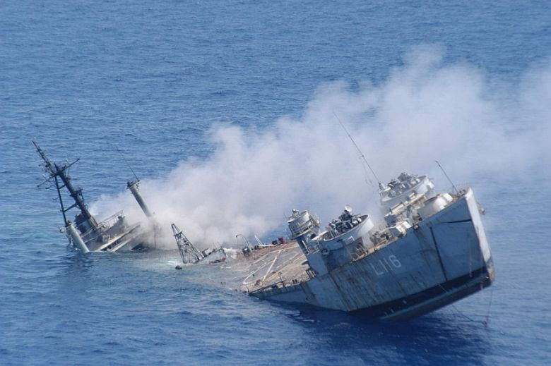http://1.bp.blogspot.com/-9aVtvcEVsyU/Tcb2bRAPP4I/AAAAAAAAATc/Aefh2AZIRKM/s1600/Ship-Sinking%255B1%255D.jpg