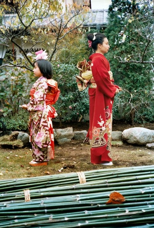 05-1979-and-2006-Japan-Photographer-Chino-Otsuka-Imagine-Finding-Me-www-designstack-co