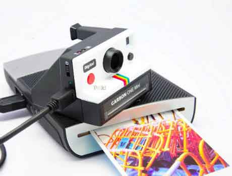 One Mini Camera Polaroid Effect with Digital Technologytal