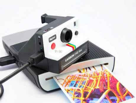 One Mini Camera Polaroid Effect with Digital Technologytal