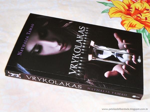 Resenha, livro, Vrykolakas, Nathalia Yamao, Schoba, vampiros