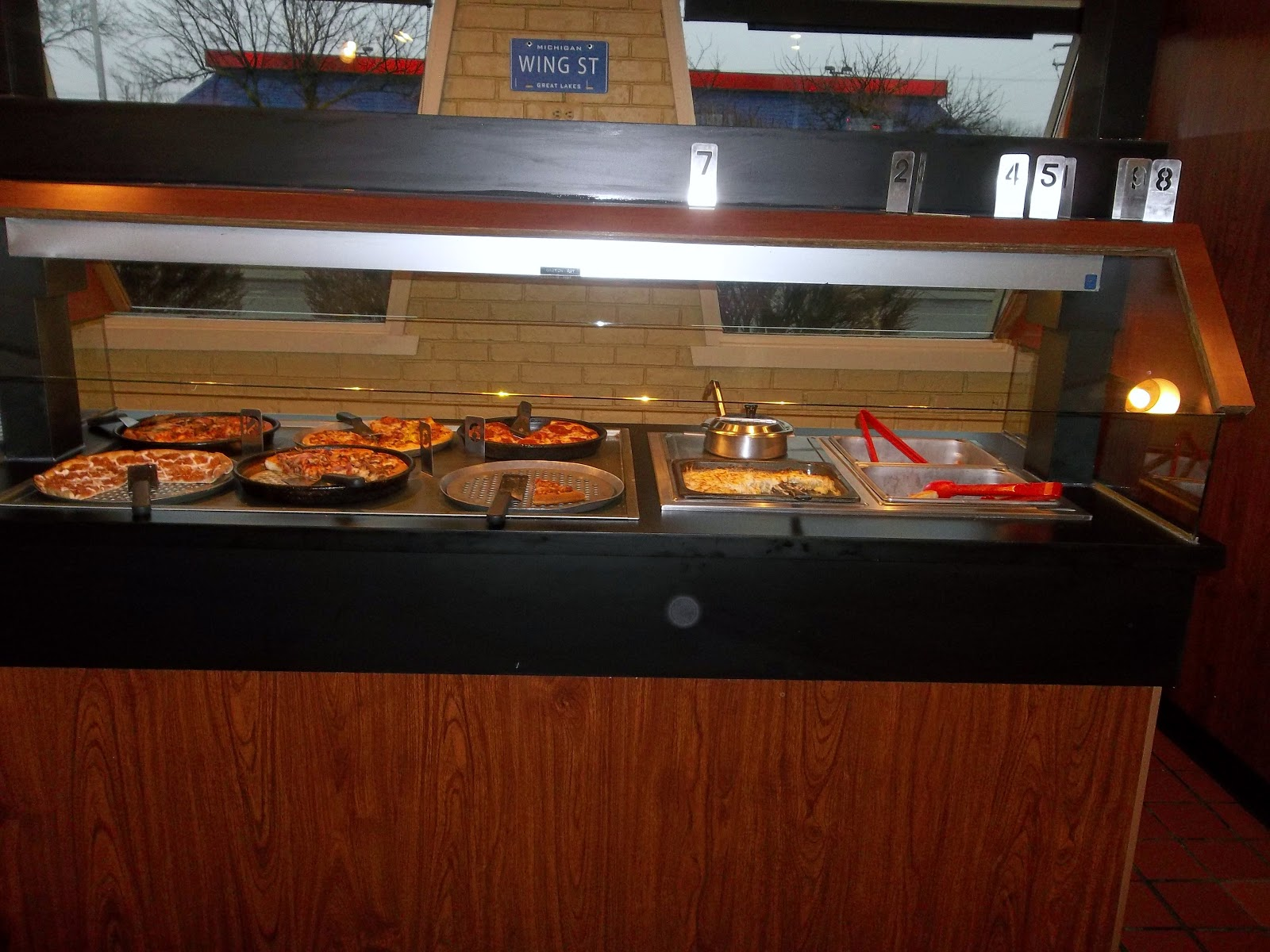 The Traveling Housewife Pizza Hut Lunch Buffet Review