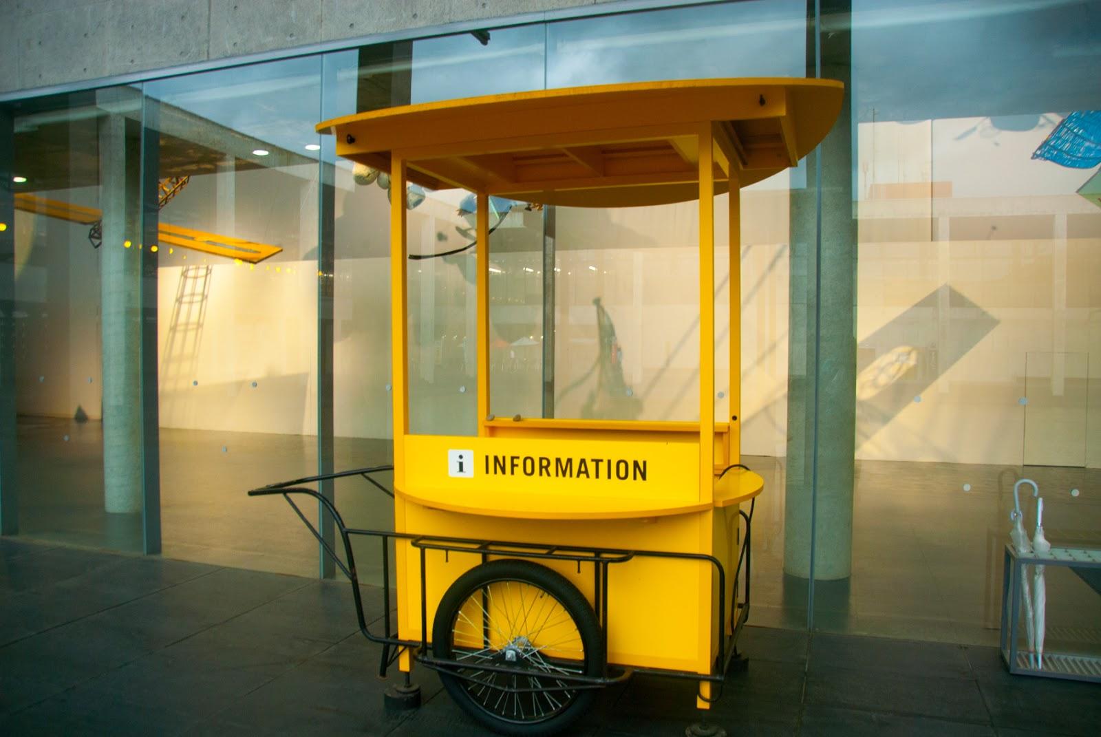 越後妻有里山現代美術館 キナーレ 展示 リアカー