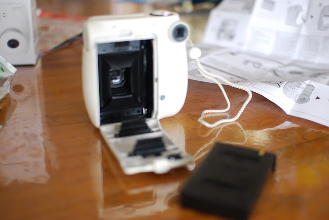 Fujifilm Instax mini 7s White Polaroid Camera unboxing
