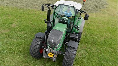 Ciągnik rolniczy Fendt 500 Vario na polu gotowy do pracy!