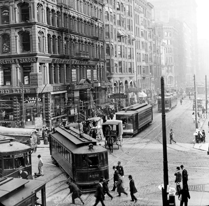 18 Vintage Photographs Of Streets Of Chicago From Between
