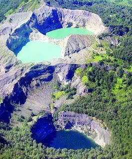 Gunung dan Danau Kelimutu di Flores