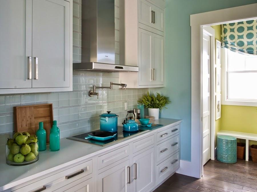dom, wnętrza, mieszkanie, wystrój wnętrz, home decor, aranżacje, dekoracje, kuchnia, jadalnie, wyspa kuchenna, błękit, turkus, mięta, szarości, garnki, kuchenka, okap